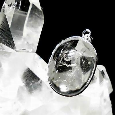 ウジャト 水入り水晶ペンダント