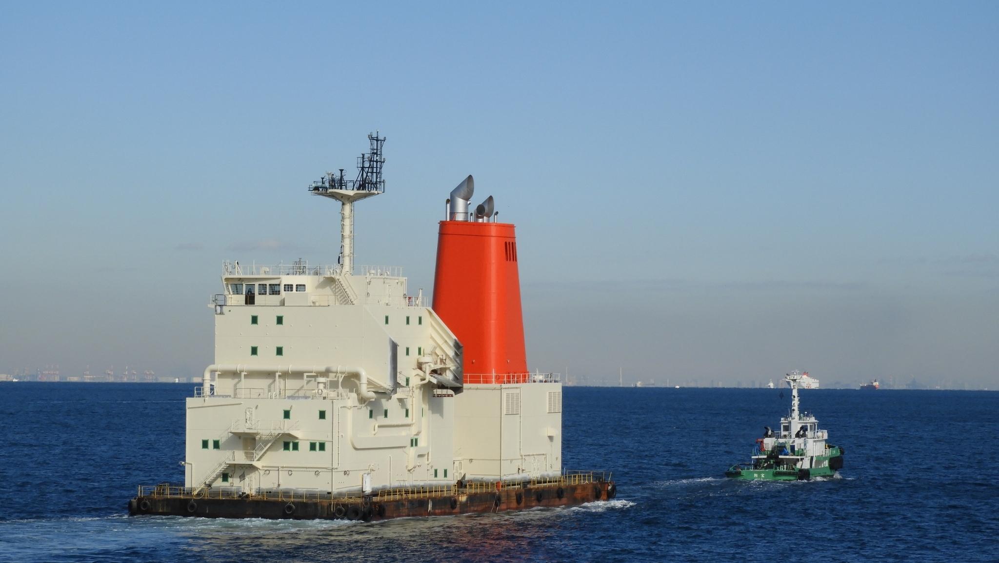 曳航船 - 誰も見ないタンカーの...