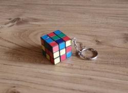 ミニ ルービックキューブ型のキーホルダー