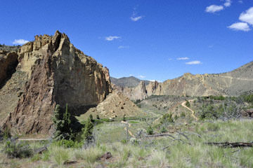 blog 50 Smith Rock State Park (26E-Lone Pine Road), OR_DSC0757-5.02.16.(2).jpg
