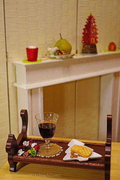 DSC06722ごはん台にワインとマントルピース